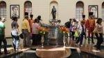 Hugo Chávez no descansa en paz en Venezuela: sin tumba final y en elecciones - Noticias de graffiti papa francisco
