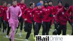 Obligaron a futbolista a usar vestido rosado por entrenar mal en Escocia - Noticias de patrick thistle