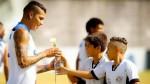 Por la paz: Guerrero recibió rosas blancas de parte de niños - Noticias de torneo paulista