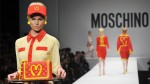 Moschino se inspira en la comida chatarra para su colección - Noticias de cajita feliz