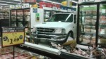 Anciana de 88 años destroza supermercado con su pick up - Noticias de accidente
