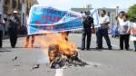 Trabajadores del Poder Judicial queman expedientes y ataúdes - Noticias de escala remunerativa