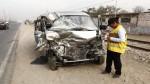 Ate: Tres heridos deja choque de minivan con camión cisterna - Noticias de rompemuelles