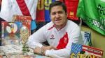 El peruano que colecciona álbumes de fútbol de todo el mundo - Noticias de récord guiness